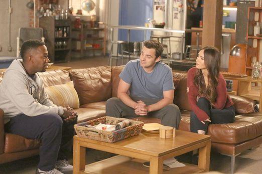 New Girl - Reagan (Megan Fox, r.) sorgt für Spannungen zwischen Winston (Lamo...
