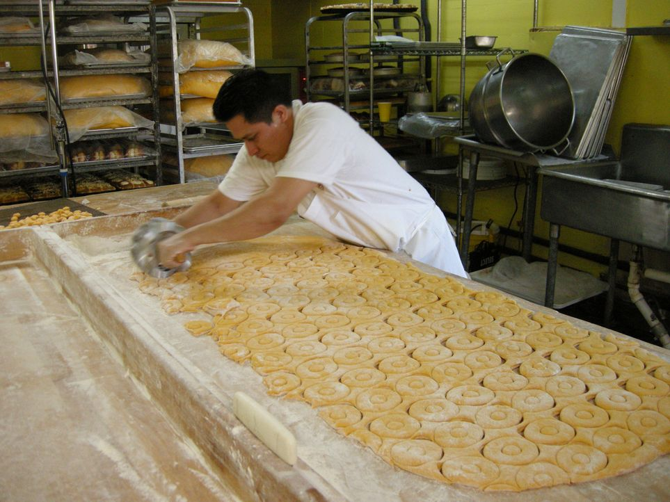 Das Round Rock Donuts in Austin ist bekannt für seine frittierten Donuts, die einen einzigartigen Geschmack haben ... - Bildquelle: 2008, The Travel Channel, L.L.C.