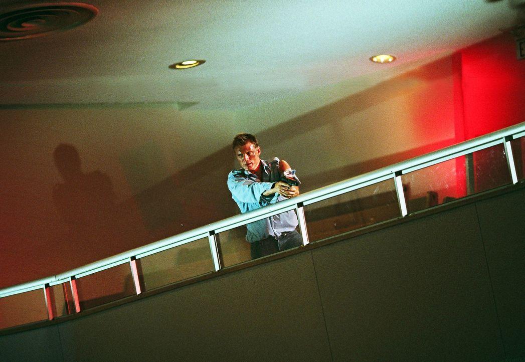 An seinem letzten Arbeitstag gerät der Lehrer Sam Decker (Dolph Lundgren) an schwer bewaffnete Gangster, die seine Schule unter Beschuss nehmen. Zu... - Bildquelle: Nu Image