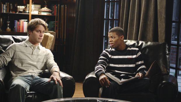 Evan (Jake McDorman, l.) hat evehtuell eine neue Unterkunft für Calvin (Paul...