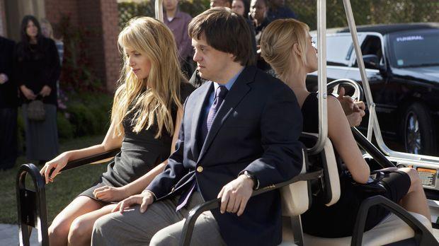 Grace (Megan Park, l.) und Tom (Luke Zimmerman, M.) trauern um ihren Vater .....
