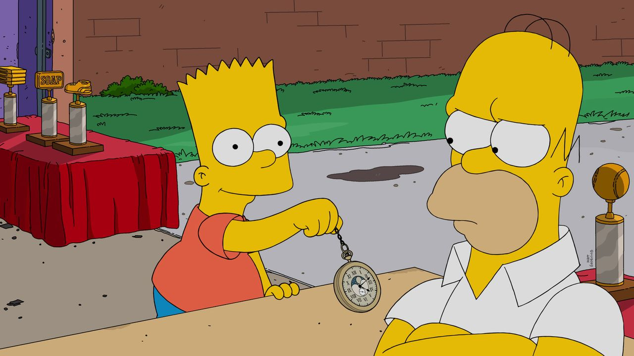 Als Marge befürchtet, dass ihr Sohn Bart (l.) ein Versager wird, beschließt Homer (r.) einen Trophäenladen in Springfield aufzumachen, um Geld zu ve... - Bildquelle: 2016-2017 Fox and its related entities. All rights reserved.