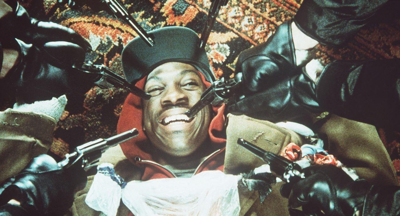 Stimmt es, dass Billy Ray Valentine (Eddie Murphy, M.) sich nur als Kleinganove und Trickbetrüger durchschlägt, weil das Leben ihm keine andere Ch... - Bildquelle: Paramount Pictures