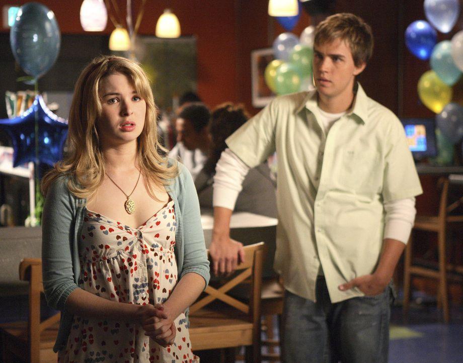 Sie versteht die Annäherung total falsch: Selbst Declan (Chris Olivero, r.) kann Amanda (Kirsten Prout, l.) nicht davon überzeugen, dass Kyle nich... - Bildquelle: TOUCHSTONE TELEVISION