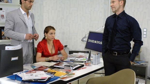 Gerrit (Lars Löllmann, r.) verkündet Jonas (Roy Peter Link, l.) und Katja (Ka...