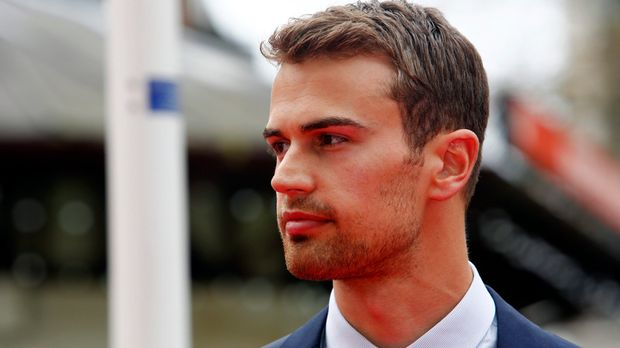 Theo james dating taylor swift