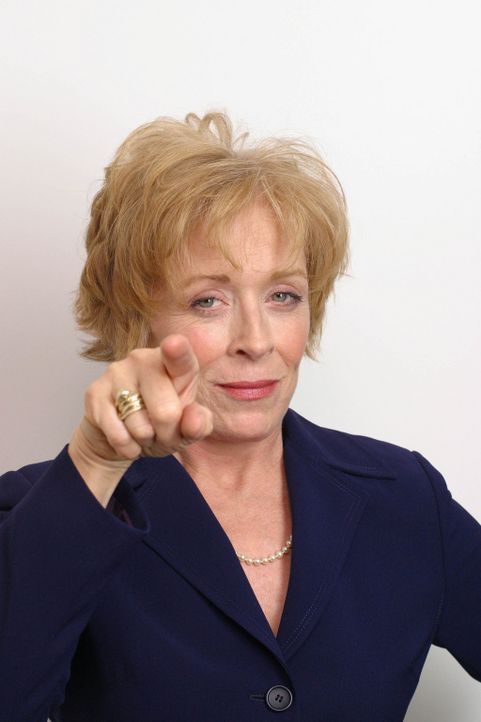 Mrs. Peatree (Holland Taylor) führt ein strenges Regiment ... - Bildquelle: Copyright   2005 Screen Gems, Inc. All Rights Reserved.