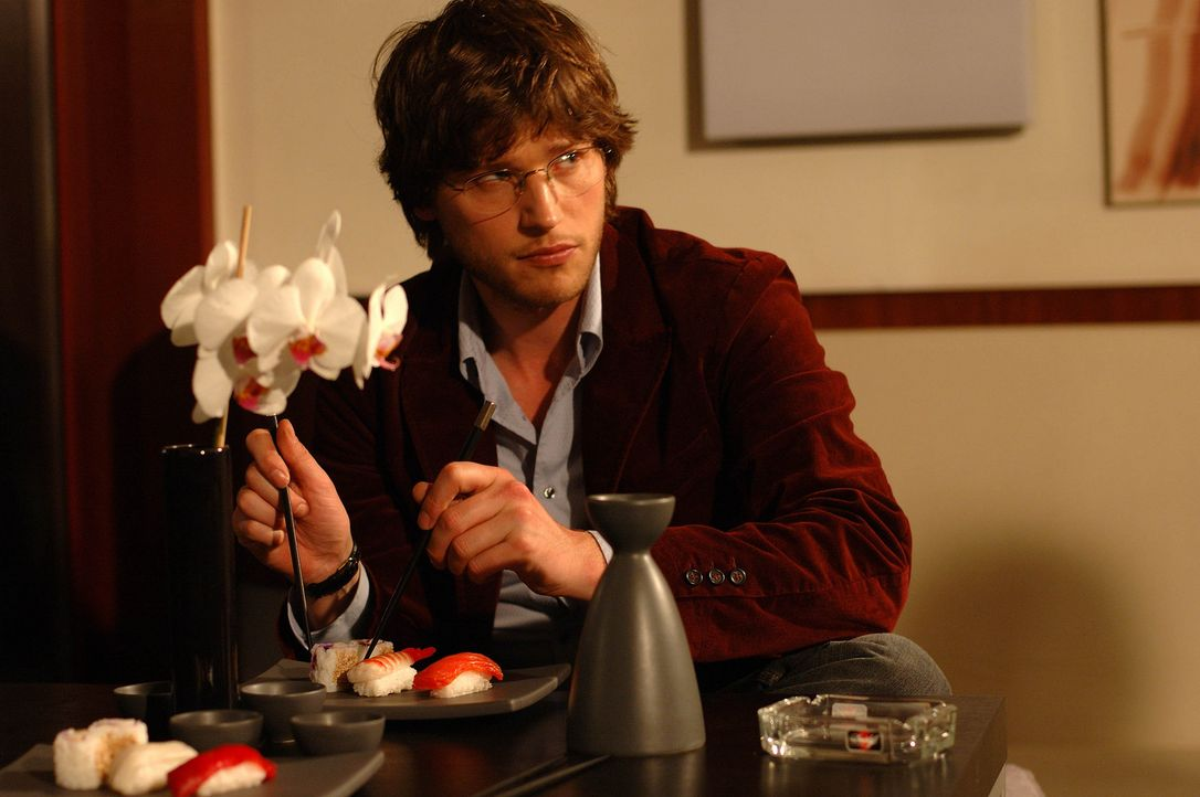 Als Martin (Sebastian Ströbel) erkennt, dass es ohne Studienabschluss schier unmöglich ist, einen interessanten Job zu ergattern, beschließt er, so... - Bildquelle: Dirk Plamböck ProSieben