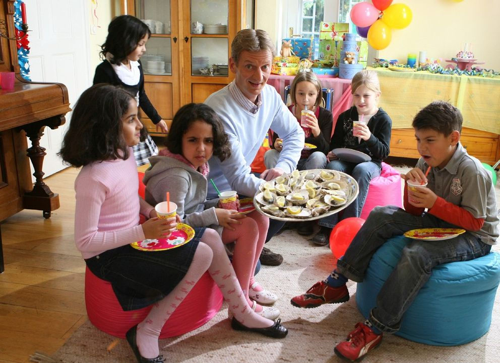 Es gibt Dinge, die man (Michael Kessler, M.) nicht tun sollte, wenn das eigene Kind Geburtstag hat ... - Bildquelle: Ralf Jürgens Sat.1