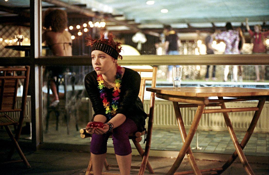 Die Liebe macht ihr ganz schön zu schaffen: Hanna (Selina Shirin Müller) ... - Bildquelle: Constantin Film