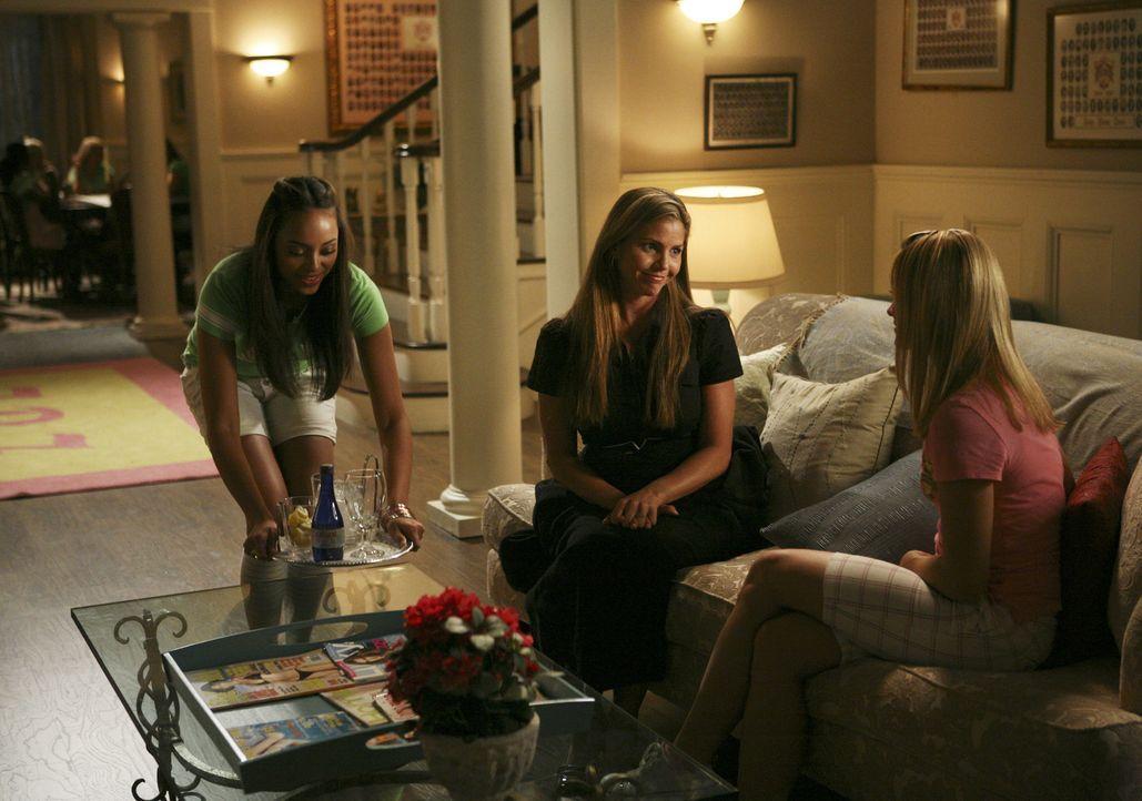 Als Rebecca auftaucht und sich für ihr Verhalten entschuldigt, ist Tegan (Charisma Carpenter, M.) nicht bereit, die Entschuldigung anzunehmen. Aber... - Bildquelle: 2008 ABC Family