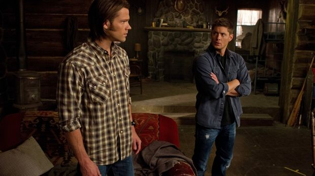 Sam (Jared Padalecki, l.) und sein Bruder Dean (Jensen Ackles, r.) müssen geg...