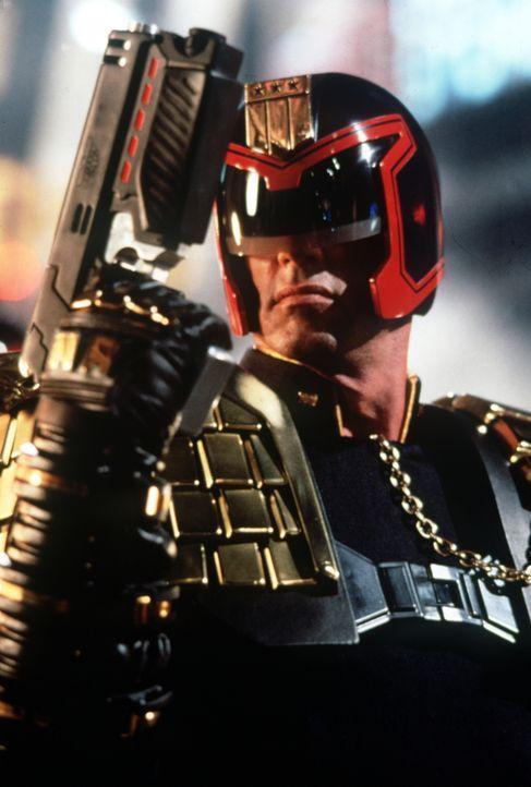 Man schreibt das dritte Jahrtausend. Um Anarchie und Chaos unter den Menschen zu verhindern, wurden Kampfmaschinen kreiert, die ausgestattet wurden... - Bildquelle: Buena Vista Pictures
