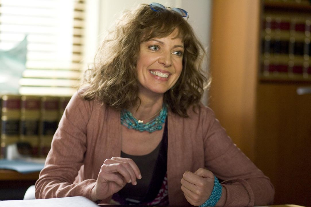 Nancy muss Andy aus dem Gefängnis holen und lernt bei dieser Gelegenheit eine Anwältin (Allison Janney) kennen, die für ihre Zwecke genau die Ric... - Bildquelle: Lions Gate Television