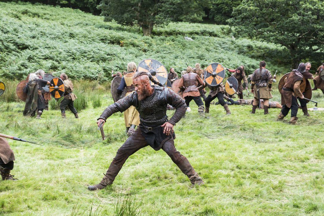 Um Jarl Borg für immer aus Kattegat zu vertreiben, schrecken Ragnar (Travis Fimmel) und seine Männer vor nichts zurück ... - Bildquelle: 2014 TM TELEVISION PRODUCTIONS LIMITED/T5 VIKINGS PRODUCTIONS INC. ALL RIGHTS RESERVED.