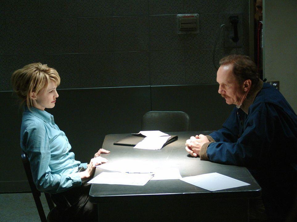 Je länger sich Det. Lilly Rush (Kathryn Morris, l.) mit dem Fall beschäftigt, umso klarer wird ihr, dass Warren Cousins (Michael O'Neill, r.) den Mo... - Bildquelle: Warner Bros. Television