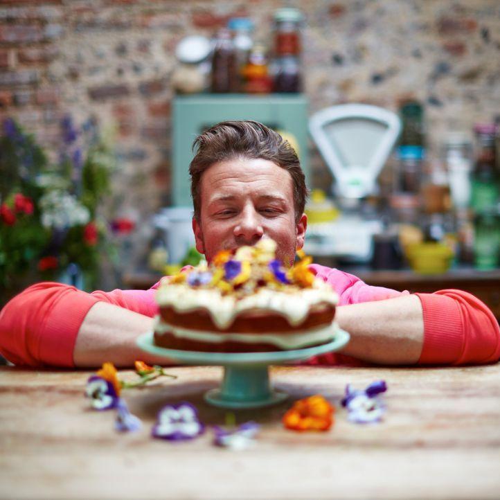 Jamie Oliver weiß, dass dem Kolibri-Kuchen so gut wie keiner weiderstehen kann ... - Bildquelle: FRESH ONE PRODUCTIONS MMXIV