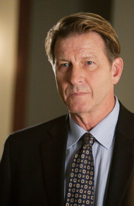 Nachdem ein verdeckter Ermittler ermordet wird, fällt der Verdacht auf seinen Kollegen. Captain Perkins (Brett Cullen) übernimmt die Ermittlungen ..... - Bildquelle: 2011 American Broadcasting Companies, Inc. All rights reserved.