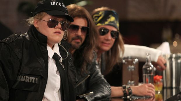 Undercover-Mission: (v.l.n.r.) Aida (Gisa Flake), Rick (Rick Kavanian) und Bu...
