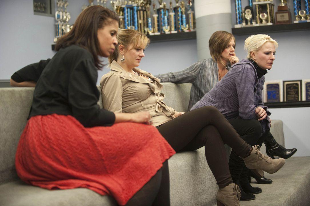 Die Geduld von Holly (l.), Melissa (2.v.l.), Christi (2.v.r.) und Kelly (r.) wird gehörig auf die Probe gestellt ... - Bildquelle: Scott Gries 2012 A+E Networks