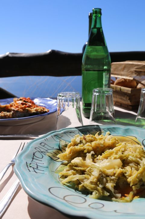 In Positano ist Rachel ganz begeistert von dem Essen ... - Bildquelle: Richard Hill BBC 2014