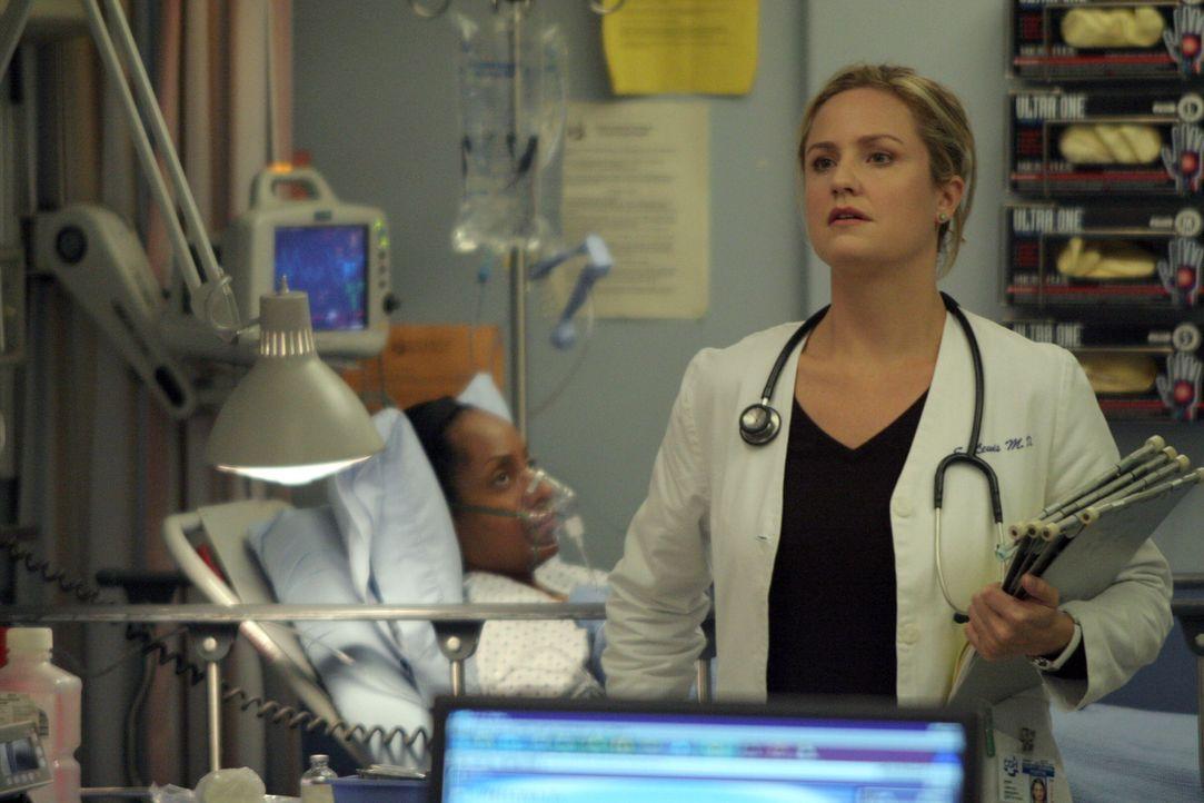 In der Notaufnahme ist mächtig viel zu tun: Dr. Susan Lewis (Sherry Stringfield)  ... - Bildquelle: WARNER BROS