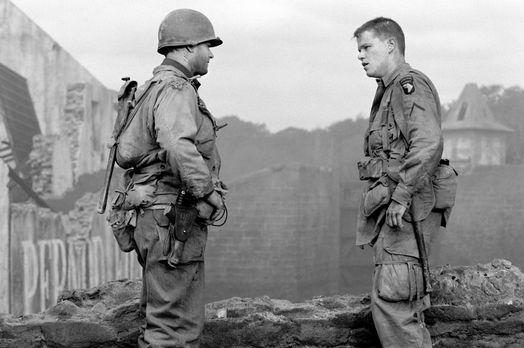 Der Soldat James Ryan - Endlich hat Captain Miller (Tom Hanks, l.) James Ryan...