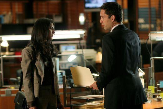 Without a Trace - Noch immer haben Danny (Enrique Murciano, r.) und Elena (Ro...