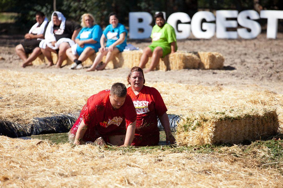 Scheitern Rada (r.) und Falko (l.) an der schwersten Challenge der Woche oder können sie ihren inneren Schweinehund überwinden? - Bildquelle: SAT.1
