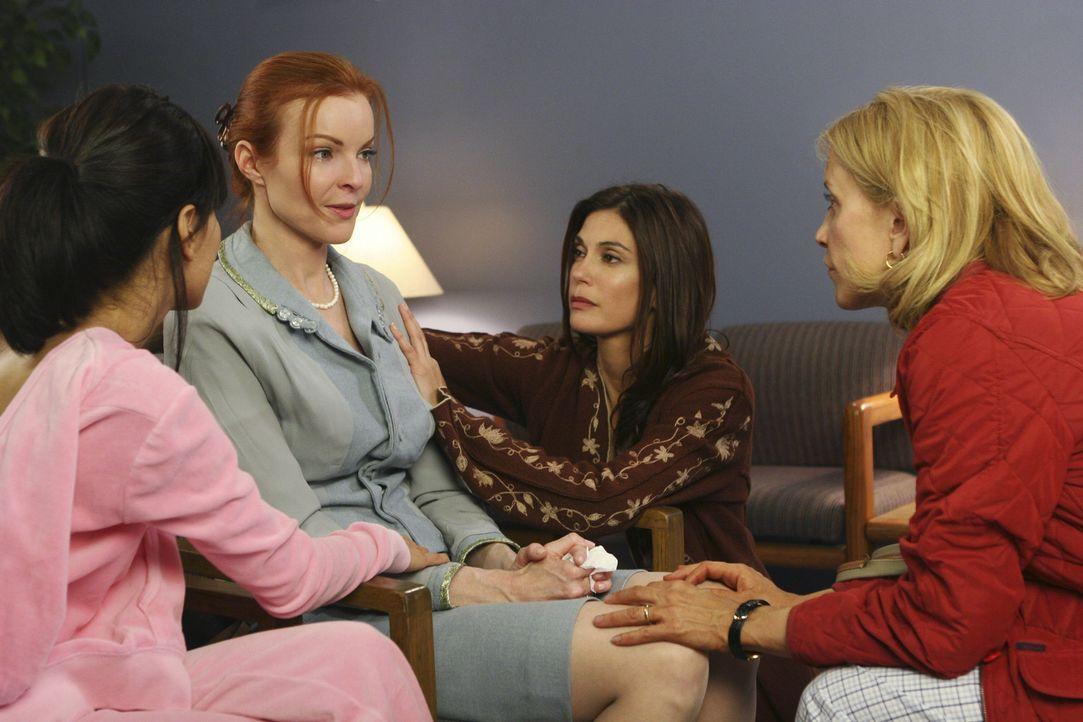 Bree (Marica Cross, 2.v.l.) ist mit den Nerven am Ende und macht sich Vorwürfe, dass sie Rex nicht früher ins Krankenhaus gebracht hat. Sie bittet i... - Bildquelle: Touchstone Pictures