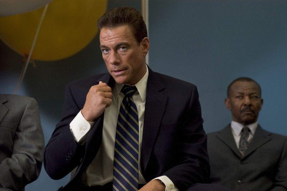 Phillip Sauvage (Jean-Claude Van Damme, l.) nimmt seinen neuen Job als Leibwächter der Boxlegende Wayne Barclay sehr ernst ... - Bildquelle: Sony Pictures Television International