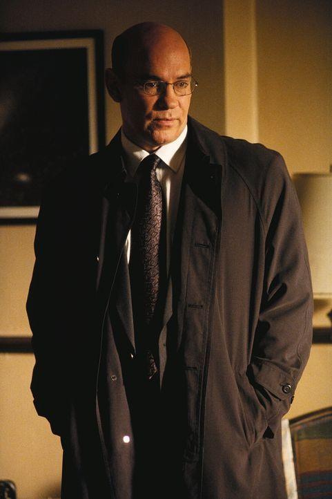 Sektenführer Absalom ist aus dem dem Gefängnis ausgebrochen. Chief Skinner (Mitch Pileggi) und seine Agenten machen sich auf die Suche. - Bildquelle: TM +   2000 Twentieth Century Fox Film Corporation. All Rights Reserved.