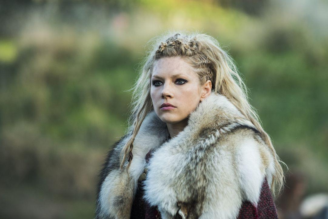 Nicht nur Lagertha (Katheryn Winnick), sondern auch die anderen Wikinger sind entsetzt, als sie erkennen müssen, dass Ragnar sich dem Taufritual unt... - Bildquelle: 2015 TM PRODUCTIONS LIMITED / T5 VIKINGS III PRODUCTIONS INC. ALL RIGHTS RESERVED.