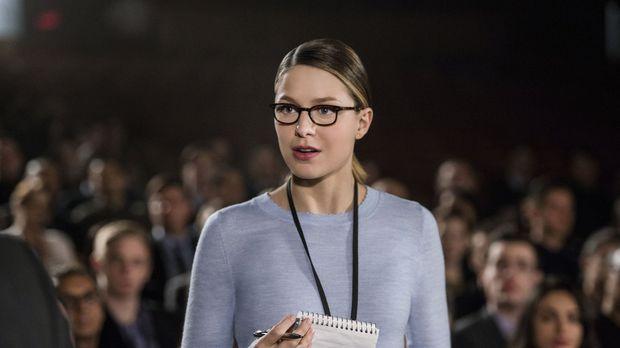 Kara (Melissa Benoist) fällt auf, wie sehr sie ihre Tätigkeit als Reporterin...