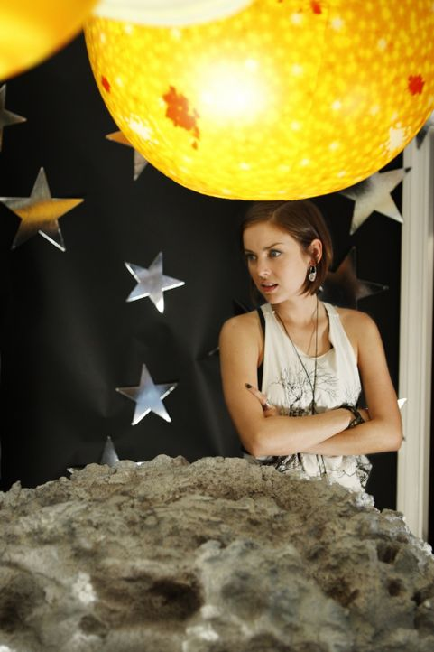 Erzielt die Party wirklich den erwünschten Effekt bei Silver (Jessica Stroup)? - Bildquelle: TM &   CBS Studios Inc. All Rights Reserved