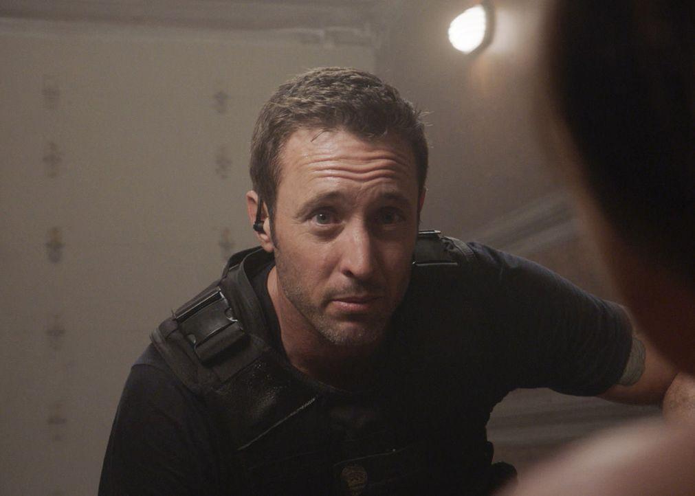 Steve (Alex O'Loughlin) und sein Team riskiert ihr Leben, um junge Mädchen aus eine Menschenhändlerring zu befreien ... - Bildquelle: 2017 CBS Broadcasting, Inc. All Rights Reserved
