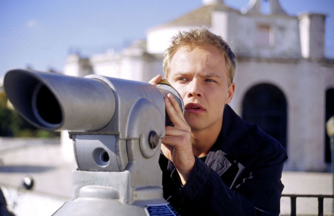 Ben (Matthias Koeberlin) stellt Nachforschungen über seinen Vater an. In Lissabon muss er erkennen, dass sein Vater ein Doppelleben führt: Er ist ei... - Bildquelle: Susanne Michl Sat.1
