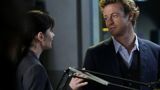Ermitteln in einem neuen Mordfall: Patrick (Simon Baker, r.) und Teresa (Robi...