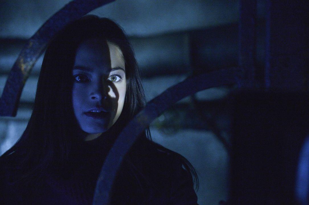 Vincent bleibt keine andere Wahl, sich in der Kanalisation zu verstecken. Cat (Kristin Kreuk) hofft, dass das ewige Versteckspiel irgendwann ein End... - Bildquelle: 2013 The CW Network, LLC. All rights reserved.