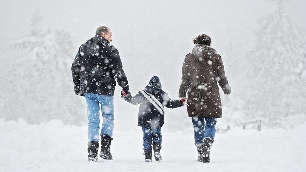 outdoor-winter-spazieren-schneewanderung-10-11-24-dpa - Bildquelle: dpa