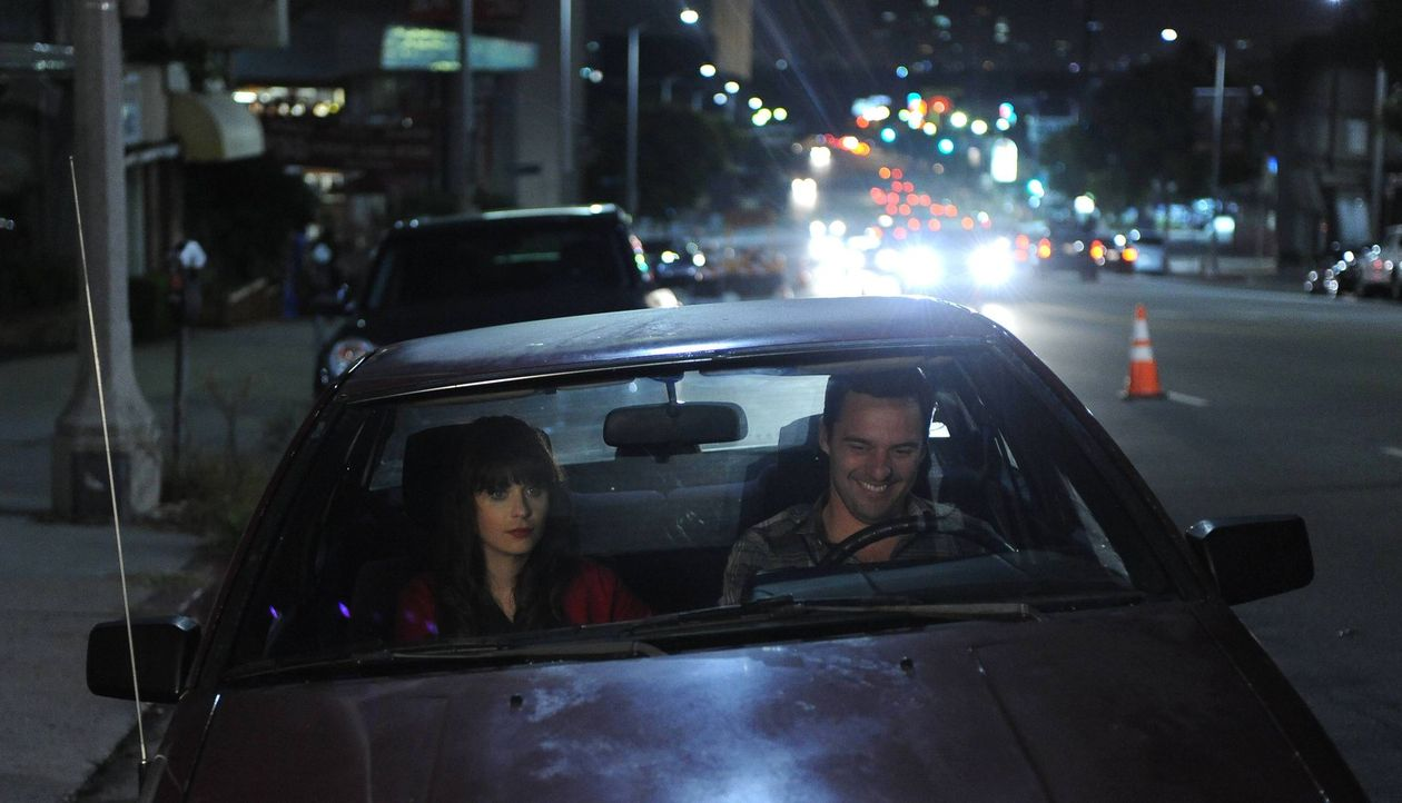 Die selbstbewusste Jess (Zooey Deschanel, l.) wünscht sich ein Doppeldate. Während Nick (Jake Johnson, r.) und Cece begeistert zustimmen, ist Schmid... - Bildquelle: TM &   2013 Fox and its related entities. All rights reserved.