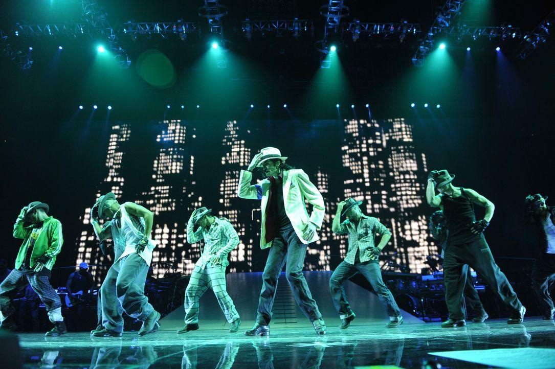 Michael Jackson THIS IS IT dokumentiert die Vorbereitungen des Sängers Michael Jackson zu seiner geplanten, aber aufgrund seines vorzeitigen Todes n... - Bildquelle: 2009 The Michael Jackson Company, LLC. All Rights Reserved.