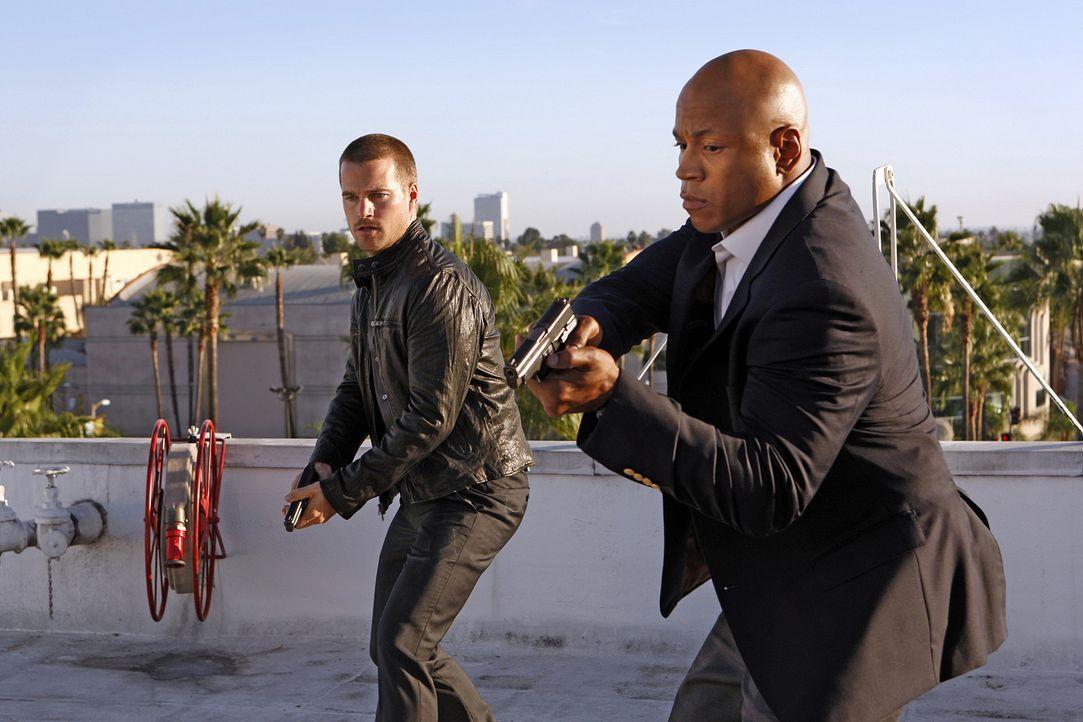 Als Abby, die Callen (Chris O'Donnell, l.) und Sam (LL Cool J, r.) in einem neuen Mordfall behilflich sein sollte, in einen Goth-Club entführt wird... - Bildquelle: CBS Studios Inc. All Rights Reserved.