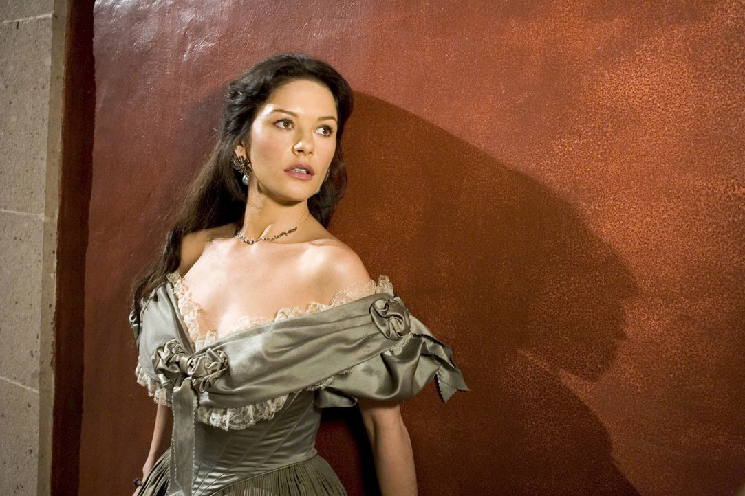 Zorres für Zorro: Der Haussegen hängt schief beim legendären Rächer, denn Ehefrau Elena de la Vega (Catherine Zeta Jones) hat kein Verständnis... - Bildquelle: Sony Pictures Television International. All Rights Reserved.