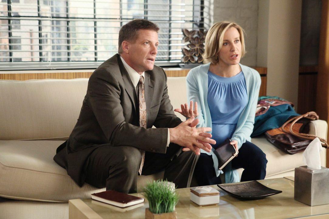 Streiten sich über die Sinnfrage ihrer Therapie: Lynette (Felicity Huffman, r.) und Tom (Doug Savant, l.) ... - Bildquelle: ABC Studios