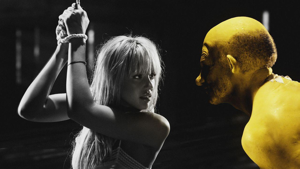 Willkommen in Sin City: Yellow Bastard (Nick Stahl, r.) ist ein sadistischer Vergewaltiger. Eines Tages gelingt es ihm, das liebenswerte Mädchen Nan... - Bildquelle: Dimension Films