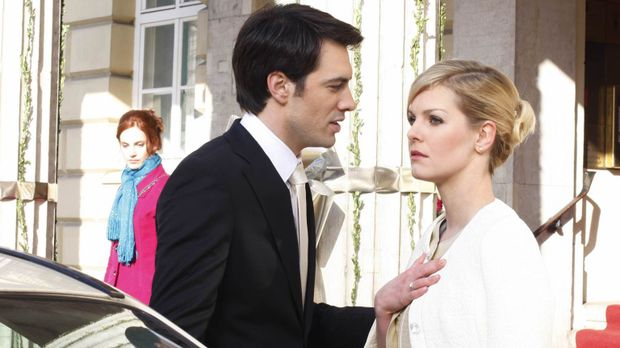 Manu (Marie Zielcke, l.) wird fassungslos Zeugin, wie ausgerechnet Alexandra...