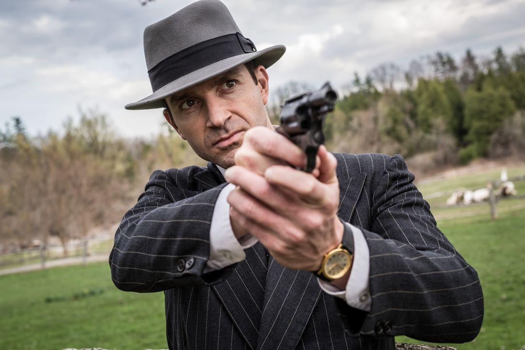 Der kluge Agent Melvin Purvis (Colin Price) aus dem Süden soll dem Schrecken im Mittleren Westen ein Ende setzten ... - Bildquelle: Darren Goldstein Cineflix 2015