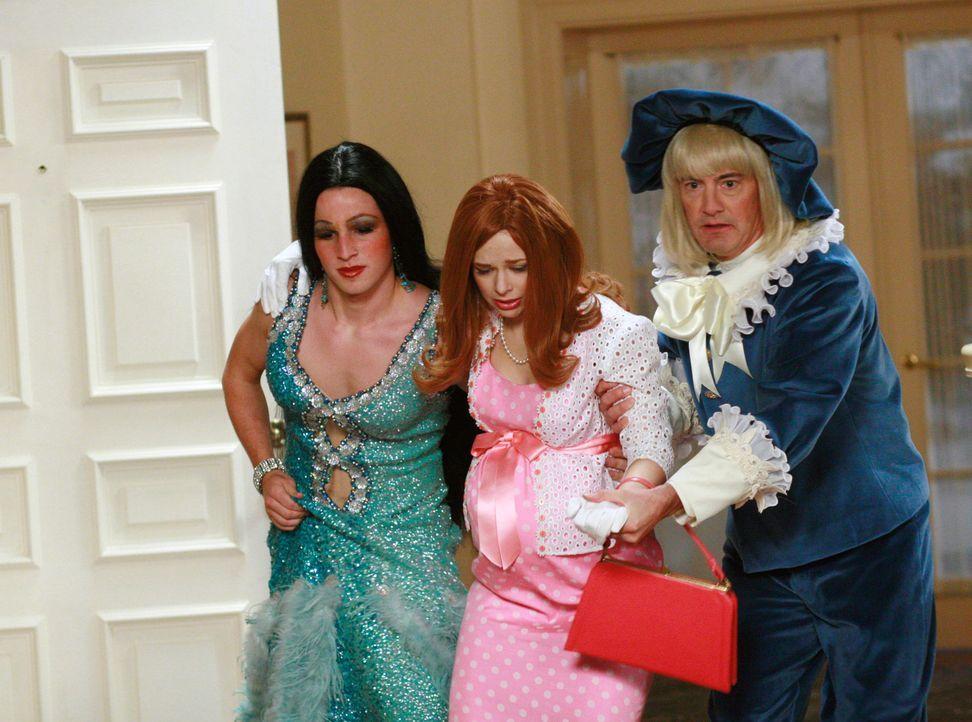 Bei der Halloweenparty von Bob und Lee taucht unerwartet Danielle (Joy Lauren, M.) auf, die sich als ihre Mutter verkleidet hat und damit alle begei... - Bildquelle: ABC Studios