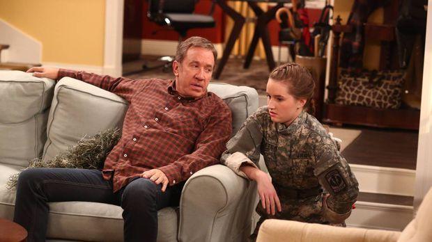 Als Teil ihres Trainings versucht Eve (Kaitlyn Dever, r.), ihren Vater Mike (...